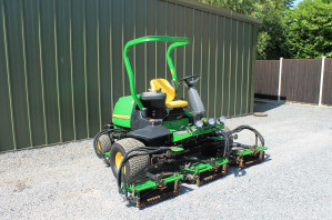 John Deere 8700 Fairway Mower